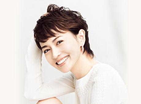 爽やかな笑顔の長谷川京子