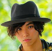 村上虹郎って本名?村上淳とUAを両親に持つイケメン俳優は英語も凄いと話題!